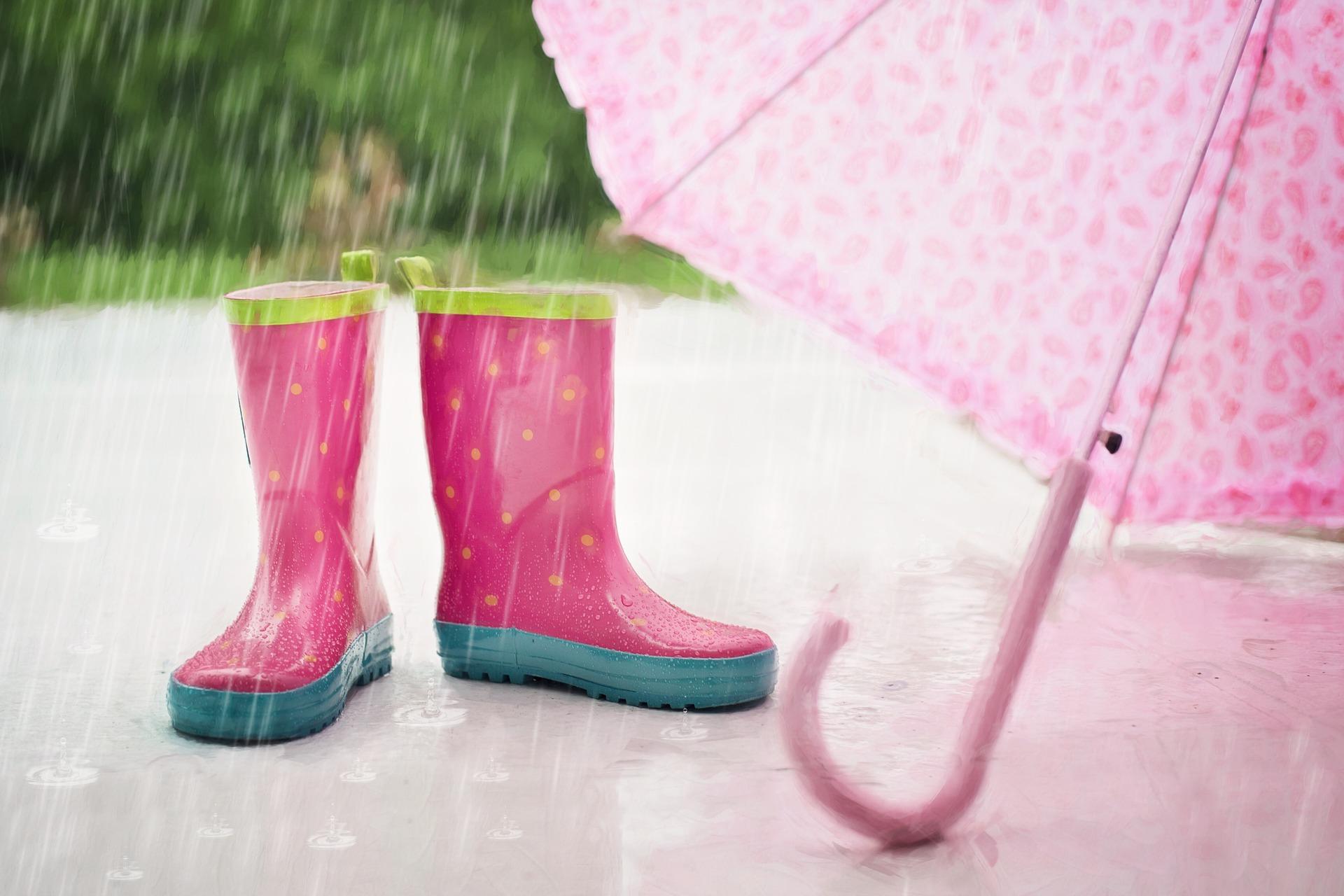 子供のレイングッズ/傘・長靴・レインコート…いつ、どんなものを使う?