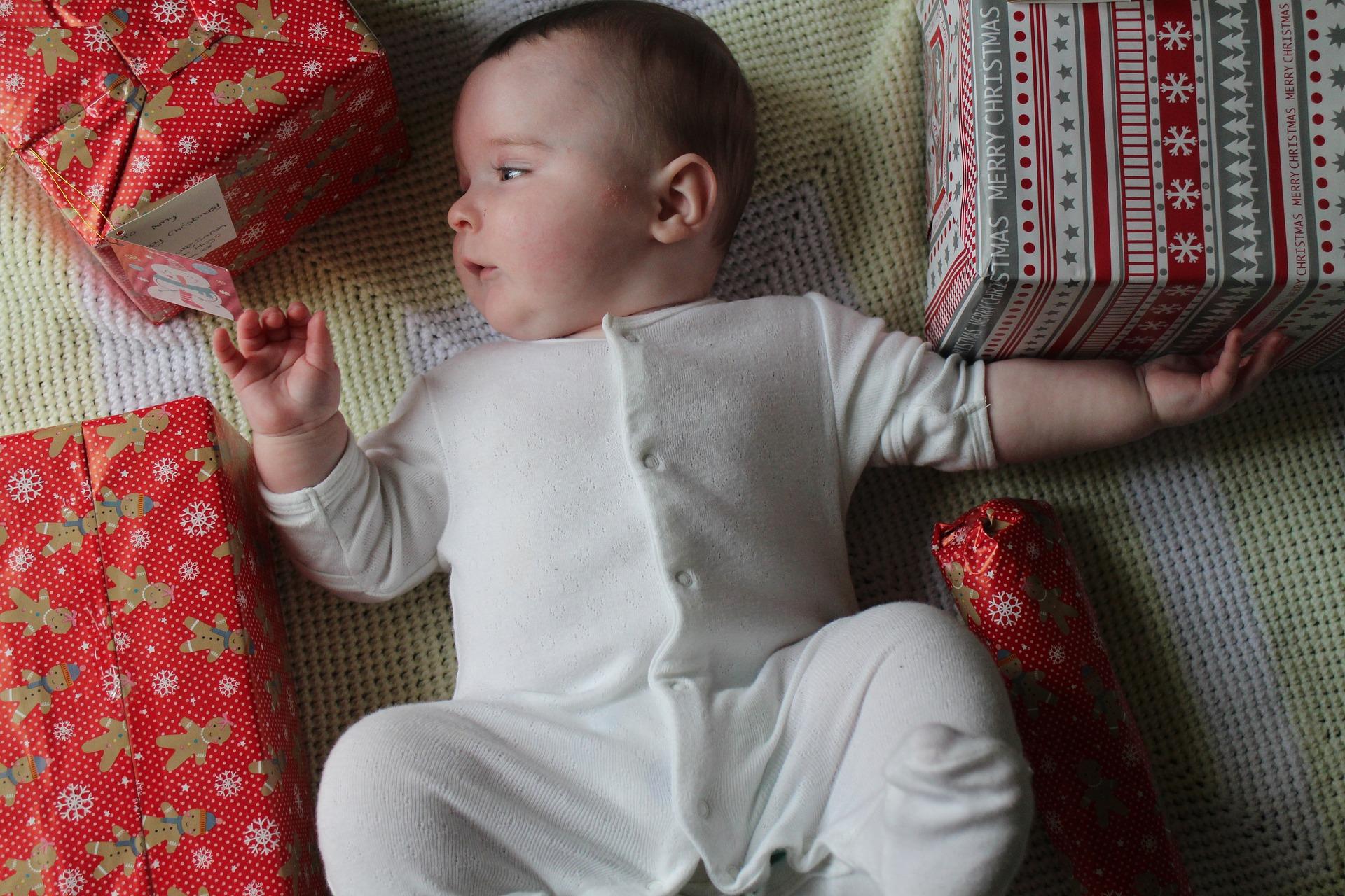 0歳の赤ちゃんにおすすめのクリスマスプレゼントは?月齢別の選び方と人気商品!