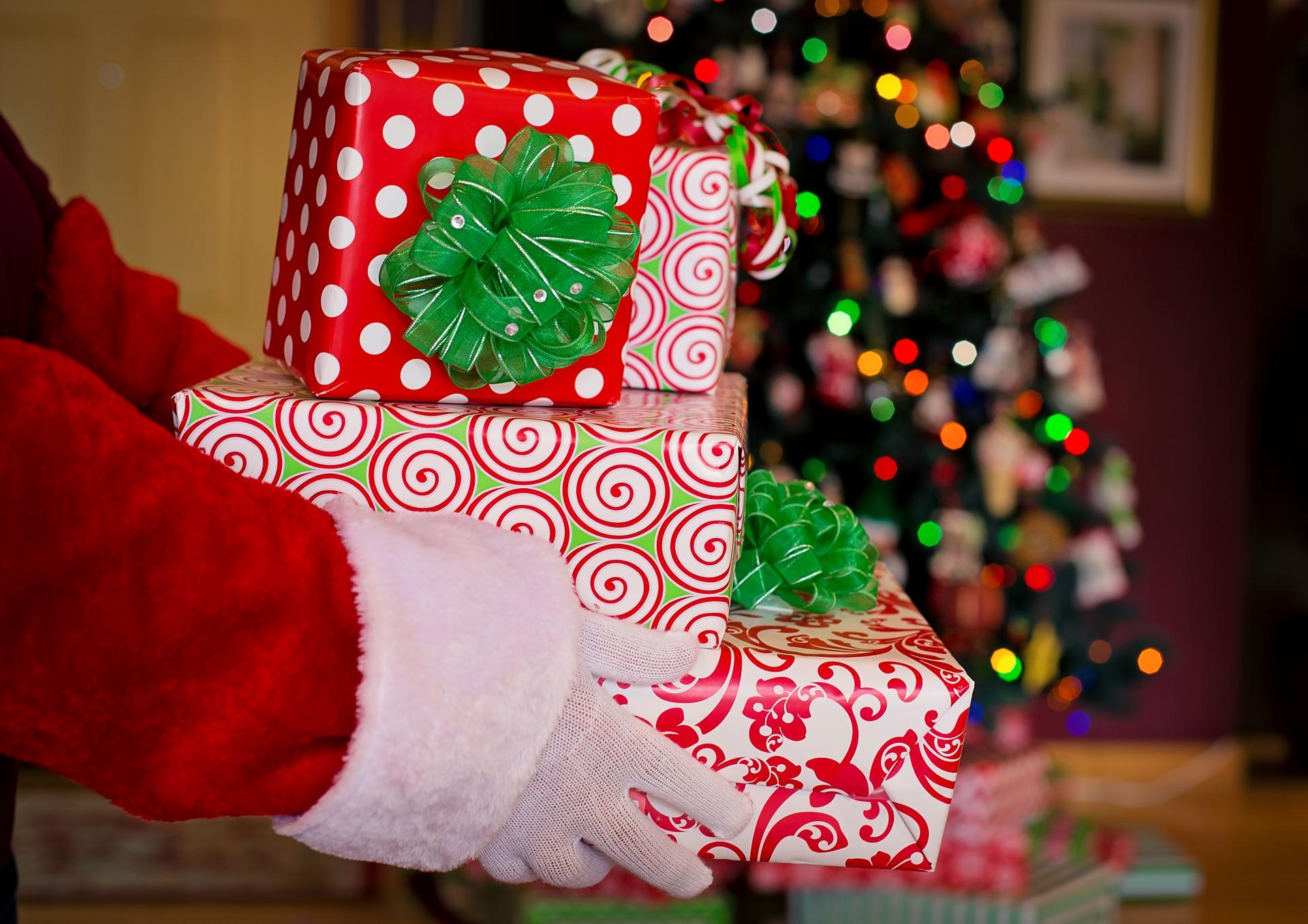 子供が喜ぶクリスマスプレゼントの渡し方は?サンタさんが家にきたような演出をしよう!