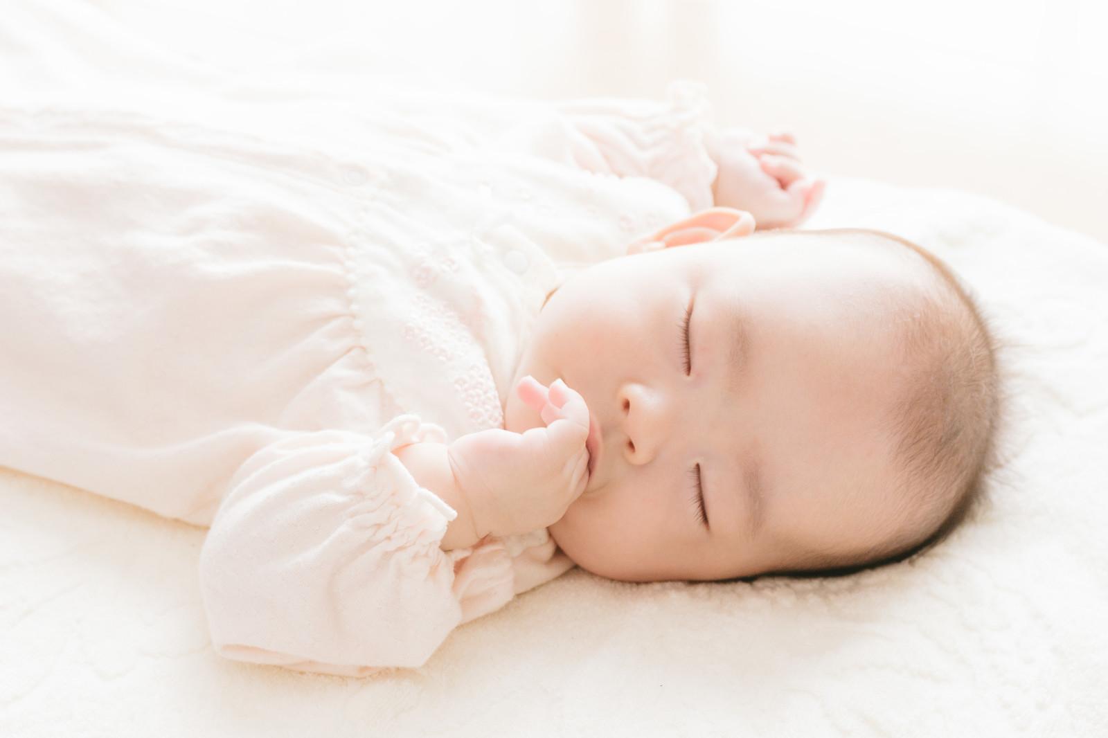 冬に赤ちゃんが寝るときの寒さ対策アイテム!服装・寝具・部屋の温湿度はどうする?