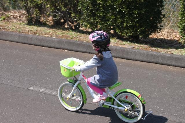 子供の自転車デビューはいつから?キッズ自転車を選ぶポイントやおすすめ商品
